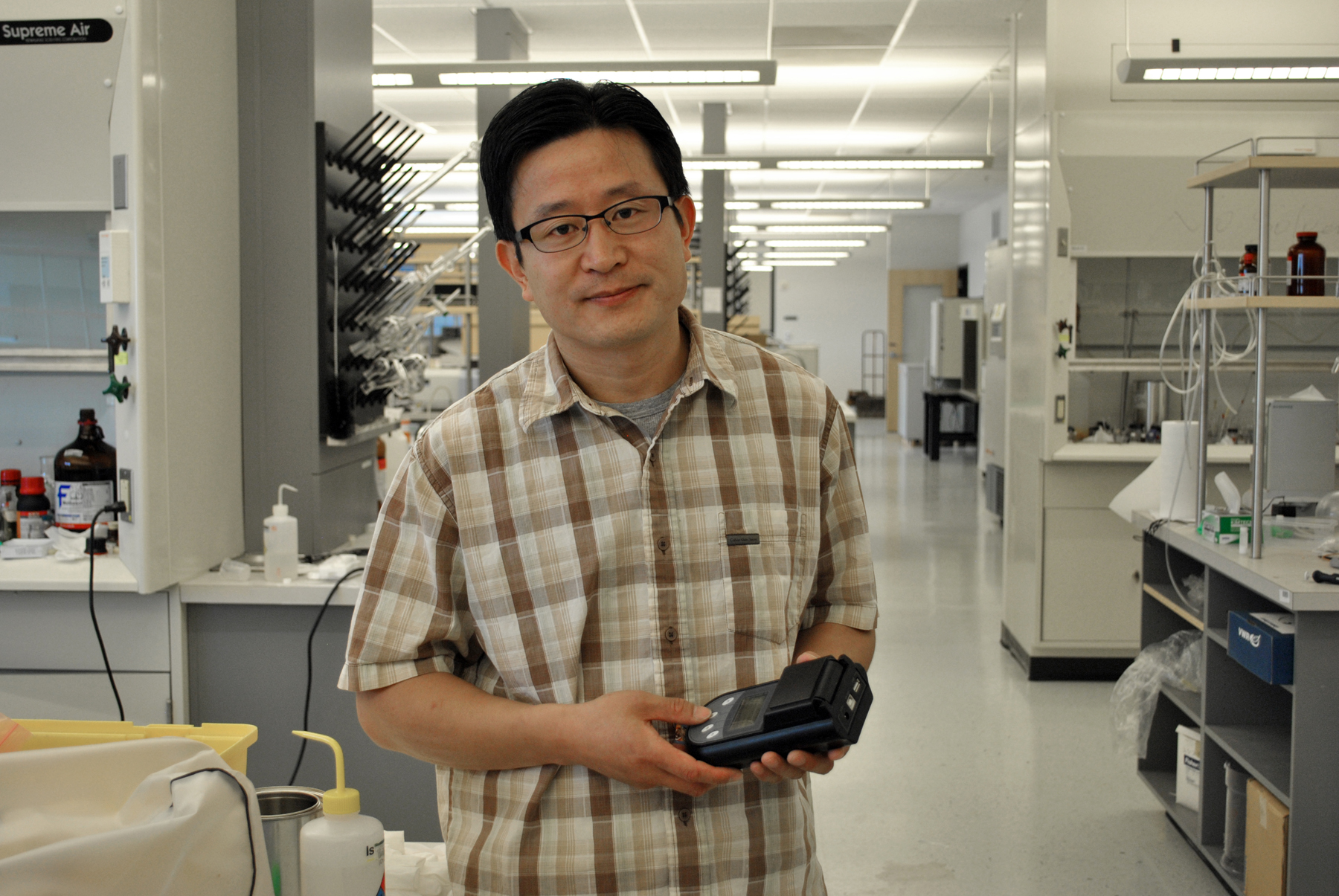 Ling Zang, USTAR Professor of Nanotechnology at the University of Utah, is developing a new way to detect mercury. He is one of many faculty members developing innovative technologies that are available for licensing and commercial development.