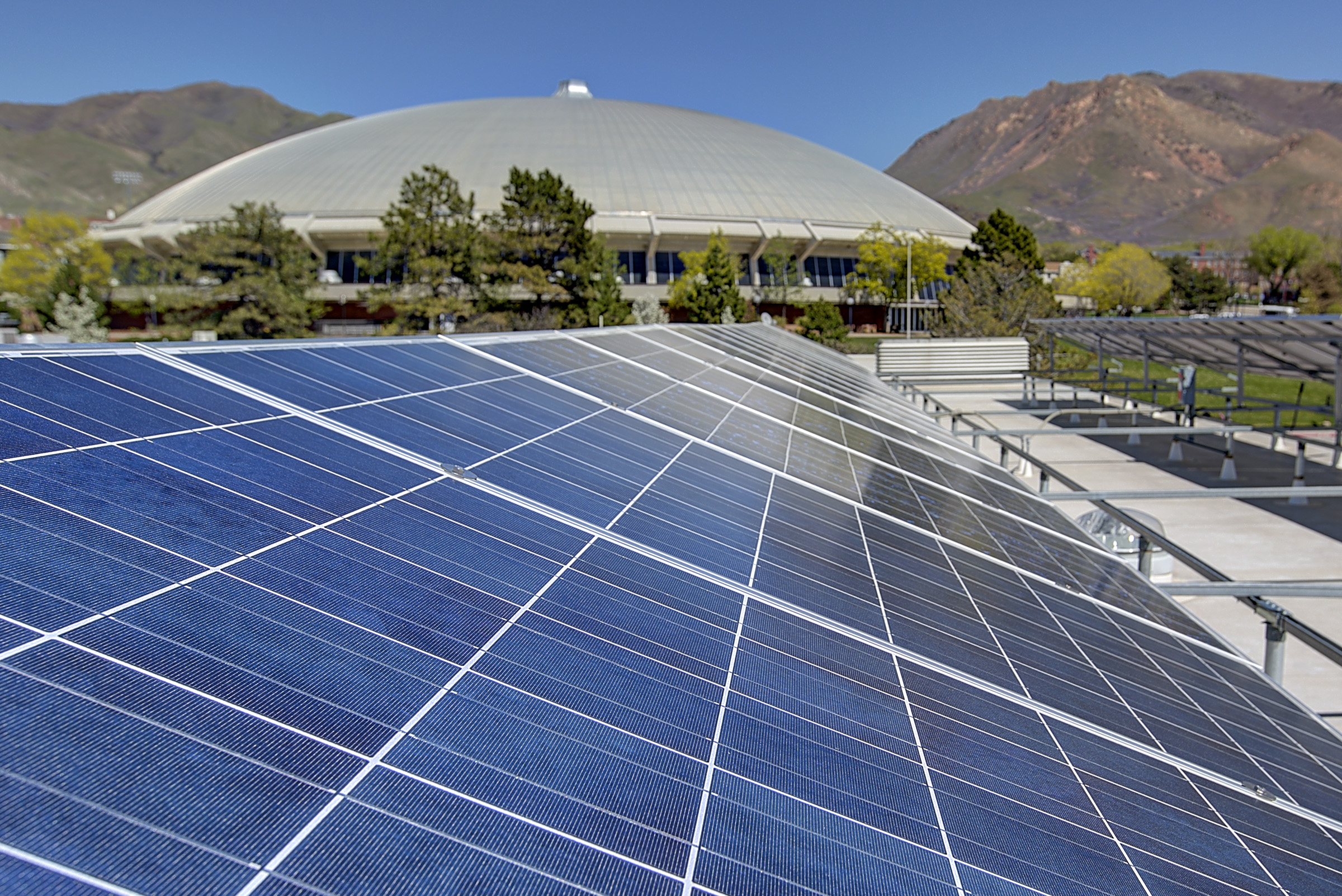 The University of Utah is the first university in the country to sponsor a community solar program. The program offers U community members the opportunity to purchase discounted rooftop solar panels and installation for their homes.
